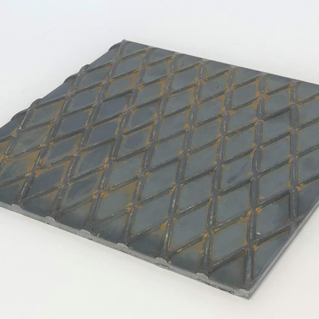 Bild på ståldurk / durkplåt från Bromma Stål i rutmönster