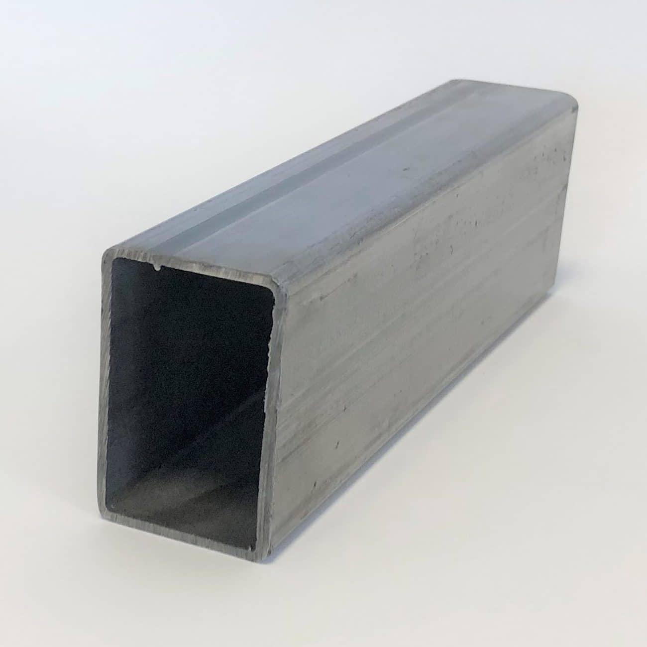 Bild på ett rektangulärt precisionsstålrör fyrkantsrör från Bromma Stål